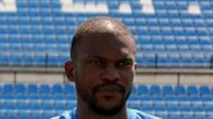 Omgba, exjugador del Oviedo, rescinde con el Hércules