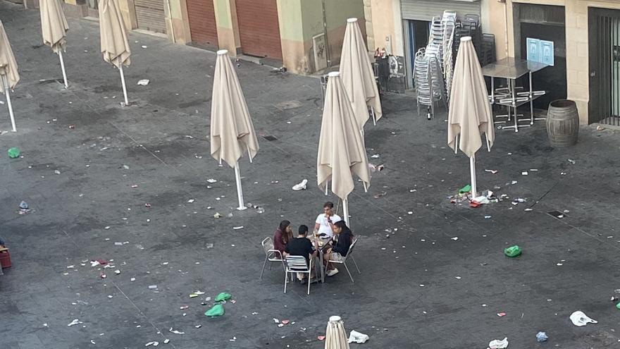 Denuncien botellots a la plaça Major de Manresa
