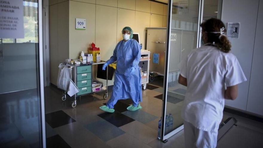 Las hospitalizaciones retroceden el 24%, aunque suben los brotes hasta 66 activos