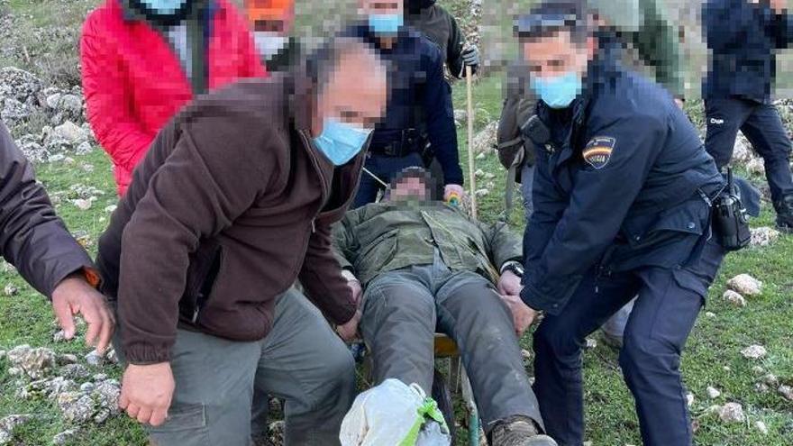 Rescatan en Antequera a un cazador con el tobillo roto