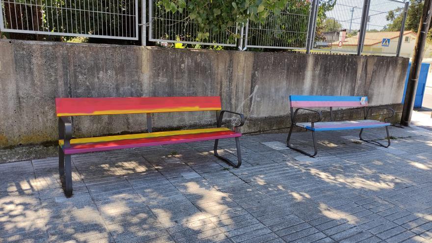 Tapan con los colores de la bandera rojigualda un banco que homenajeaba al movimiento LGBT en un instituto de Sada