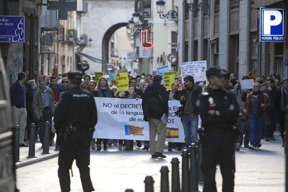 Manifestación en València contra el plurilingüismo