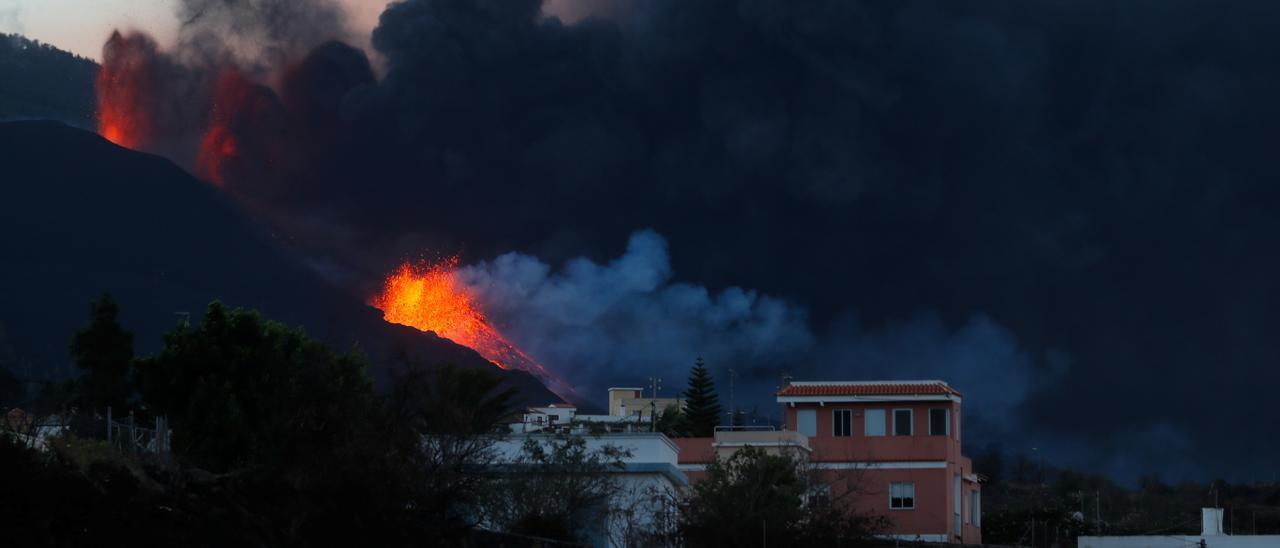El volcán de La Palma sigue rugiendo.