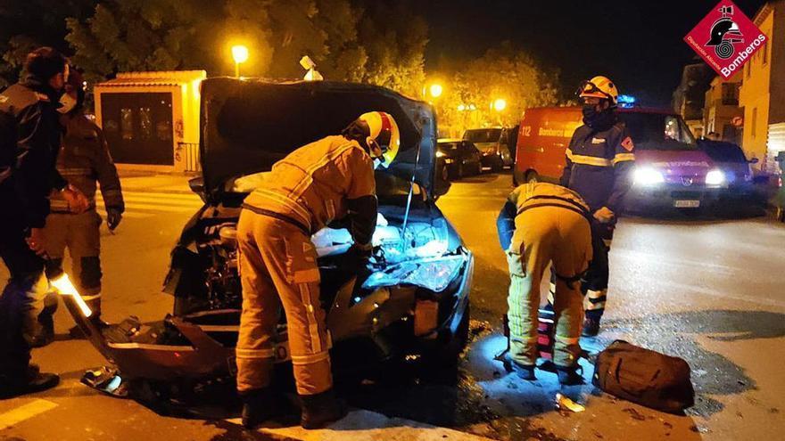 Dos heridos en un accidente de tráfico en el centro de Almoradí