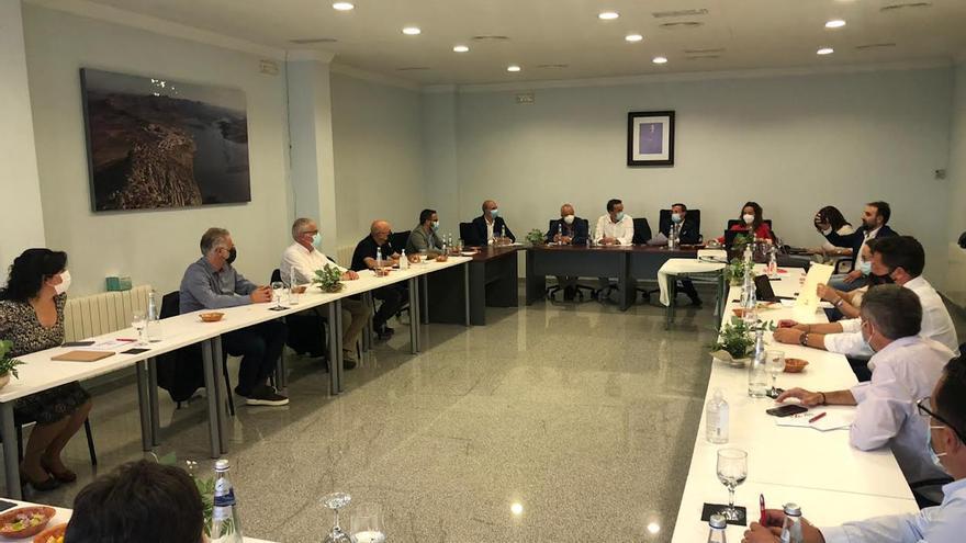 El equipo de gobierno de la Diputación de Badajoz perfila los presupuestos del 2022 en Alange