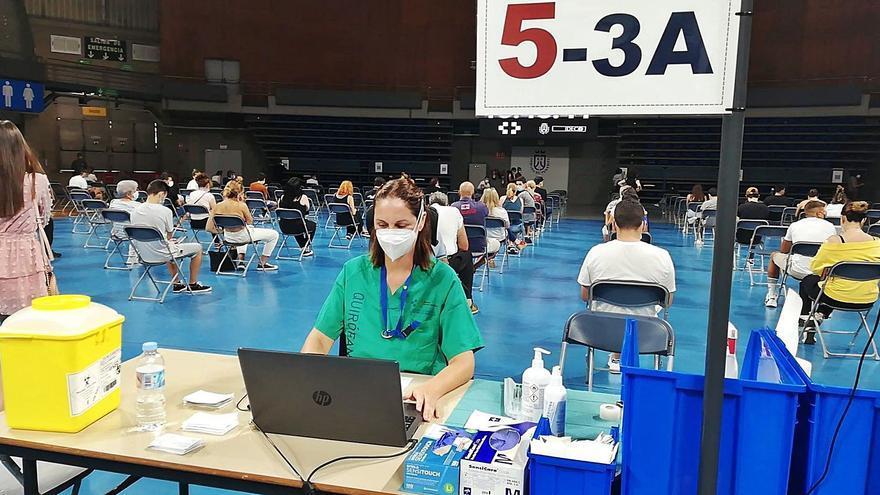 95.549 veinteañeros han recibido ya una dosis de la vacuna del covid en Canarias