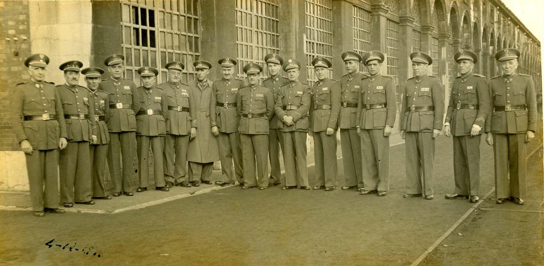 Oficiales de Artillería en la Fábrica de Armas de Trubia, 4/12/1943 | Donación de Pedro Pardo