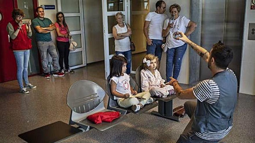 Un momento de la actuación en el Hospital Virgen de la Concha .