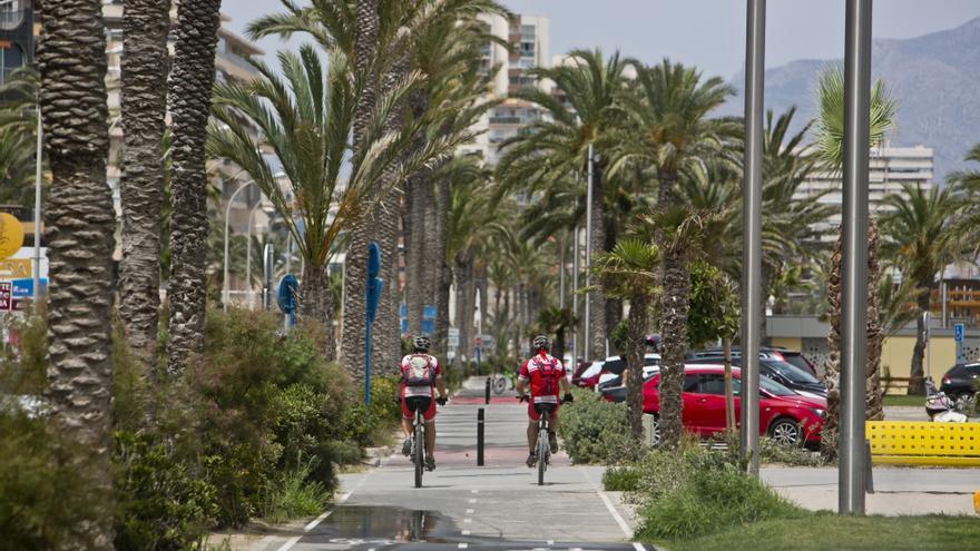 Esquerra Unida urge la creación de un carril bici litoral entre la playa de San Juan y El Campello