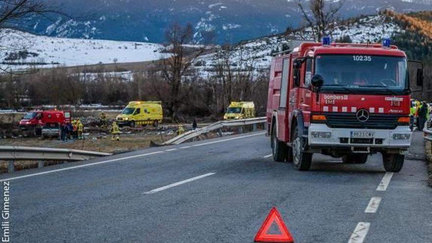 Un ferit greu en un accident entre dos cotxes a Isòvol