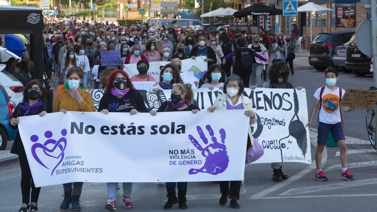 Manifestación en València en abril de 2021 contra la violencia machista y por Dolores, asesinada por su exmarido.