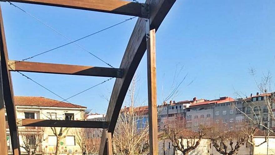 Una malla evitará los resbalones en el paseo de A Portela