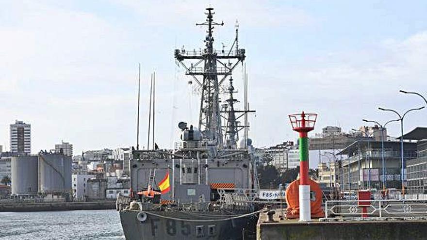 De visita por las fragatas 'Cristóbal Colón' y 'Navarra'