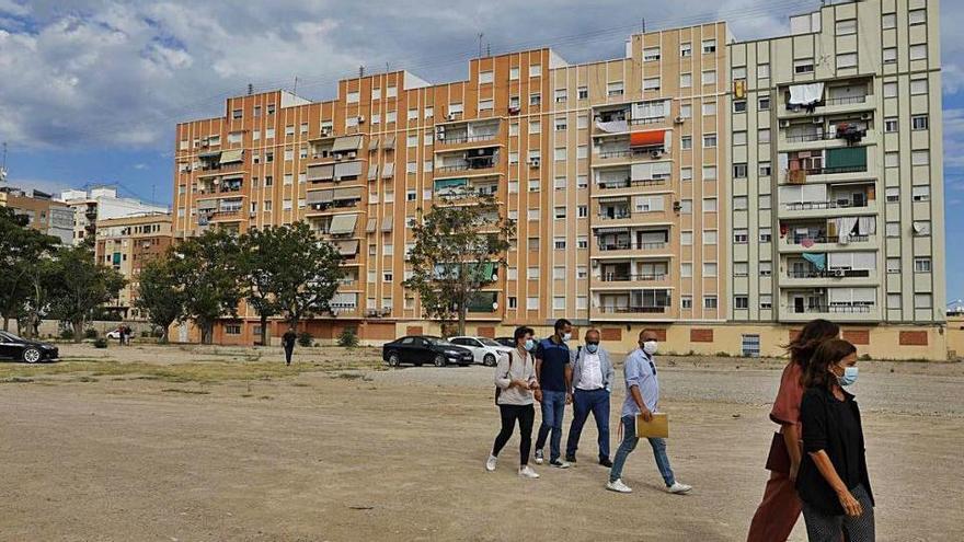 """Los vecinos creen que urbanizar los cuarteles """"es bueno pero insuficiente"""""""