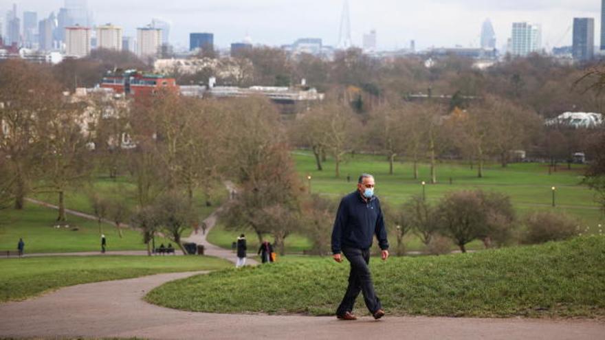 En los cementerios del Reino Unido no dan abasto para enterrar a tantos muertos