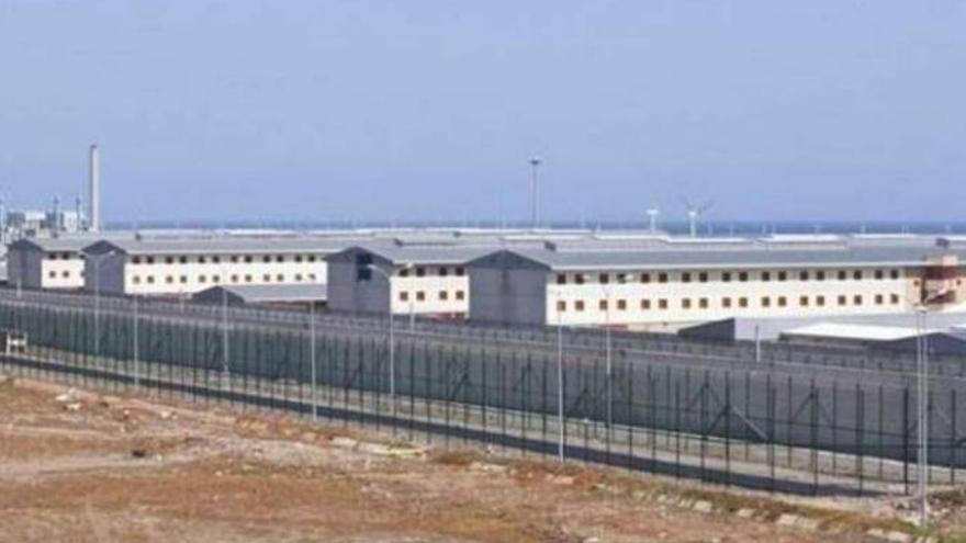 Cuatro funcionarios de prisiones, lesionados tras un altercado en Las Palmas II