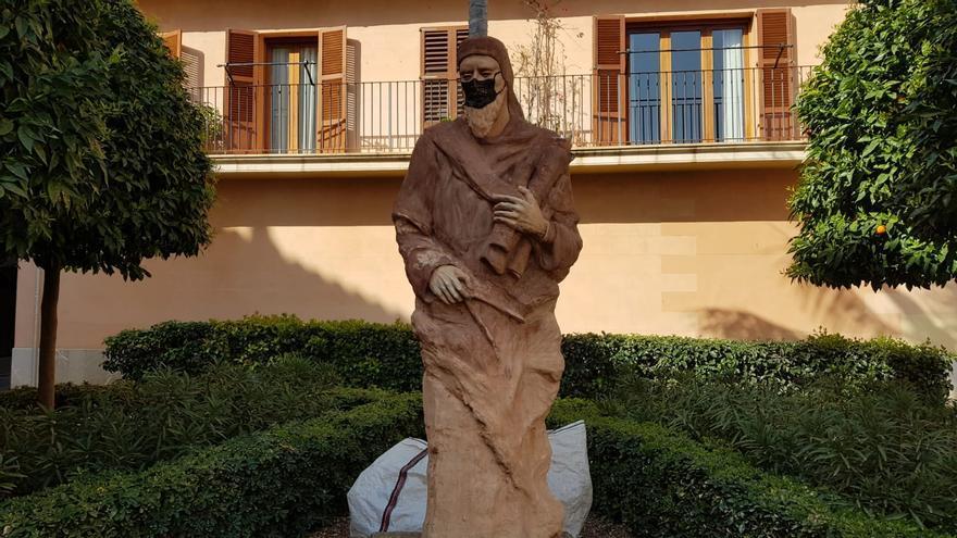 Hila y ARCA condenan la pintada a la escultura de Jafuda Cresques