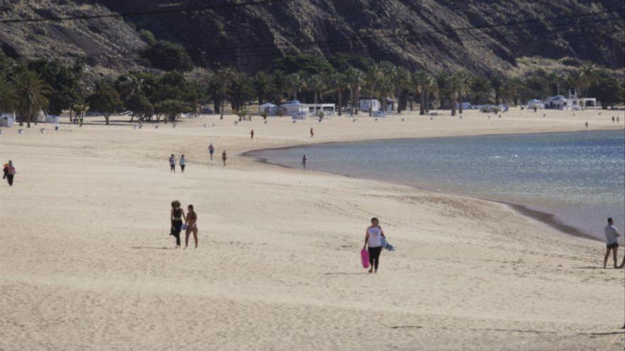 Hallado un cadáver flotando en la playa de Las Teresitas