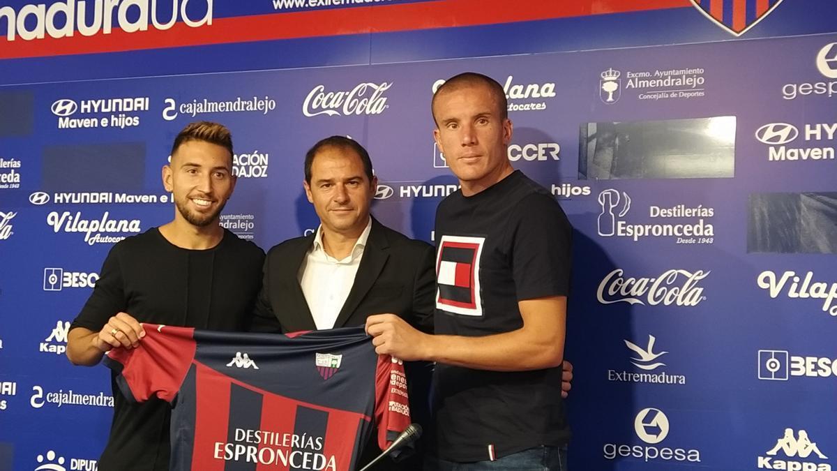Fran Varela, Jordi Lardín y Lolo González, del Extremadura.