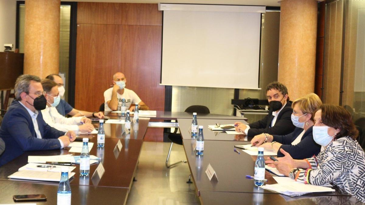 Reunión de Fotur con la consellera de Sanidad, Ana Barceló