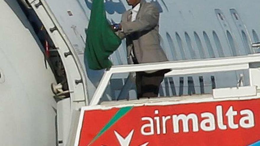Dos libios secuestran un avión y lo desvían a Malta, donde se rinden a la Policía