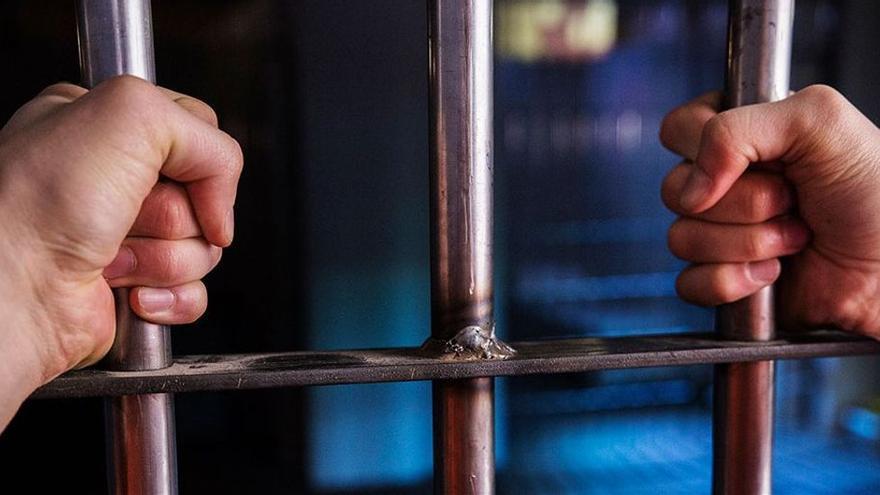 Un gallego lleva dos años en prisión por un asalto a un anciano que nunca cometió