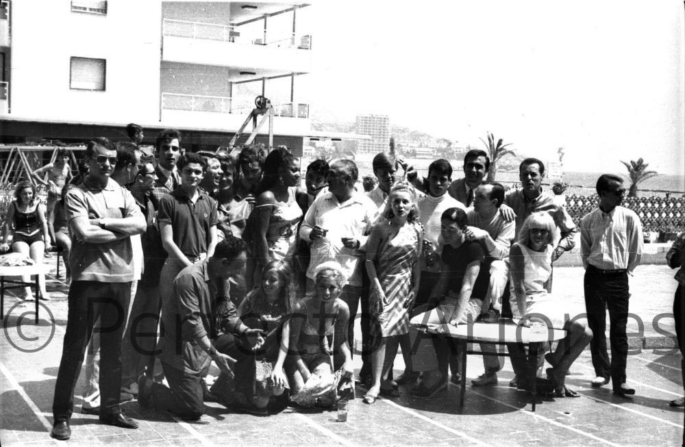 RECEPCIÓN DEL AYUNTAMIENTO EN EL HOTEL LES DUNES A CANTANTES Y PERIODISTAS. VIII FESTIVAL DE LA CANCIÓN. JULIO 1966.