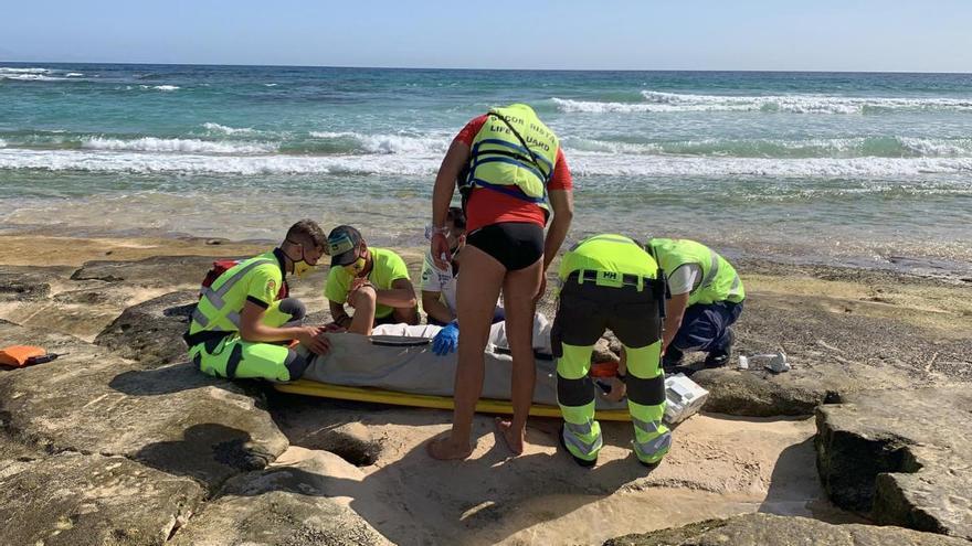 Una mujer sufre heridas al caerse en una playa de Fuerteventura