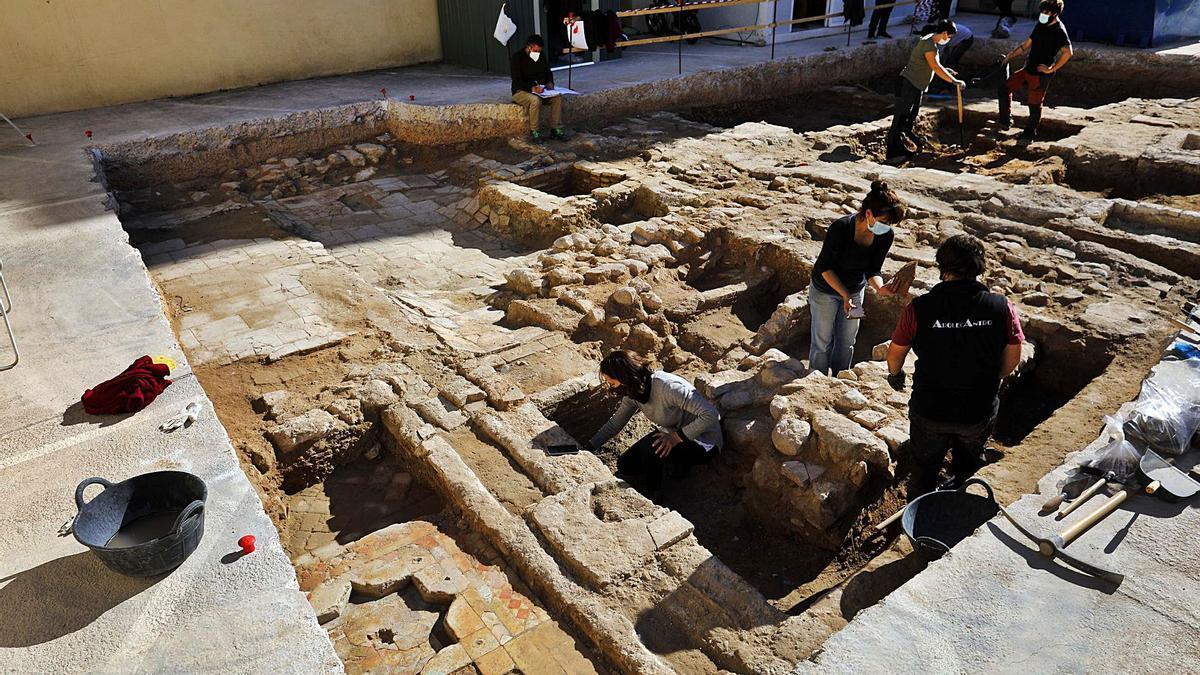 Excavación en la Bajada de San Miguel, en el Carme.