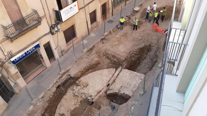 Les obres al carrer Ample de la Bisbal posen al descobert una torre medieval