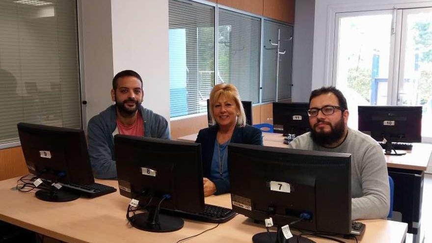 Cambre prevé ahorrar 1.250 euros al mes con la gestión directa de cursos de informática