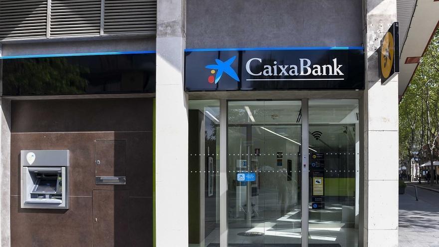 CaixaBank acepta 6.058 peticiones de salida en el ERE y rechaza otras 2.150
