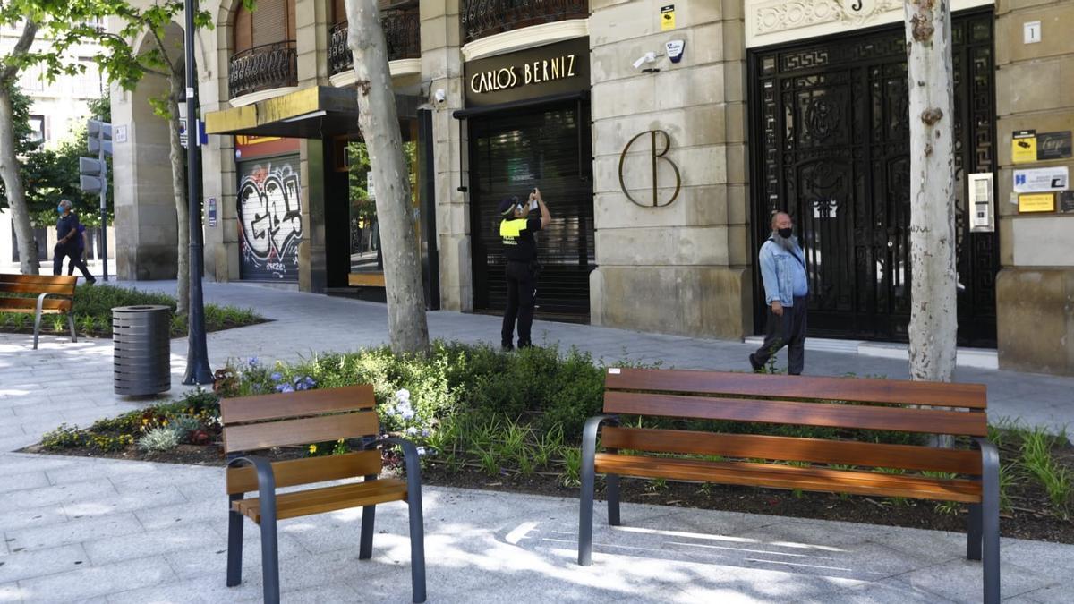 La Policía Local revisa las cámaras de Santa Engracia ante el acto vandálico en las jardineras