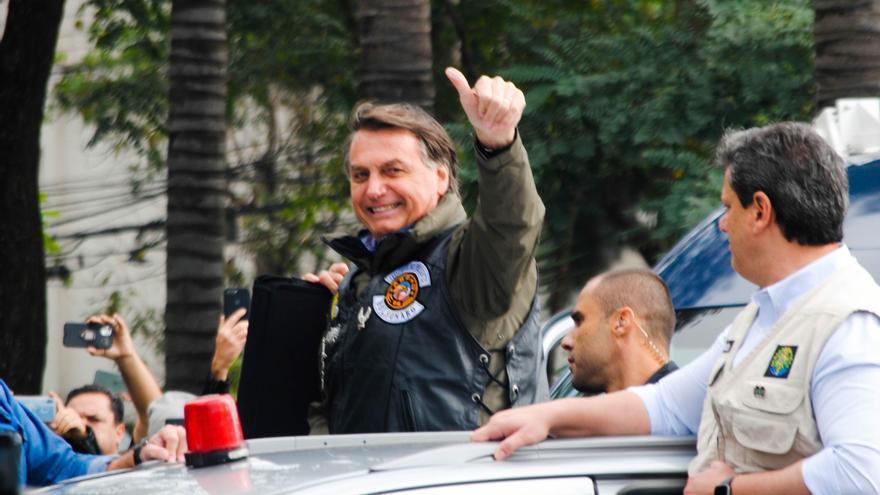 """Bolsonaro llama """"idiotas"""" a los que le preguntan por corrupción"""