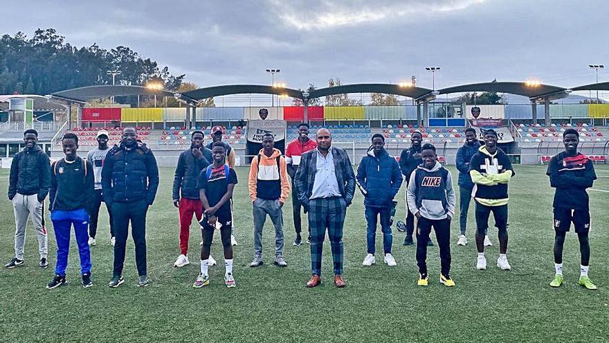 El presidente de la Federación de Fútbol de Guinea Bissau visita a los jugadores del Choco