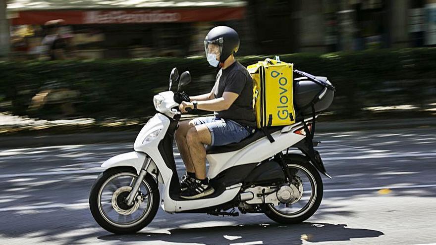 """CCOO denuncia Glovo a Inspecció de Treball per les seves """"trampes"""" davant la llei rider"""