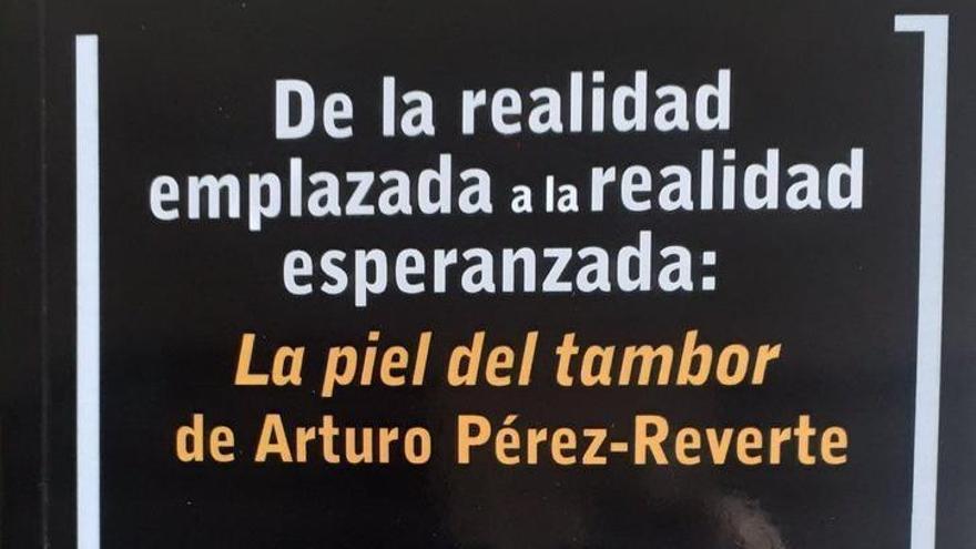 La UMU publica un libro sobre la obra de Pérez Reverte y otro de la de Javier Marías