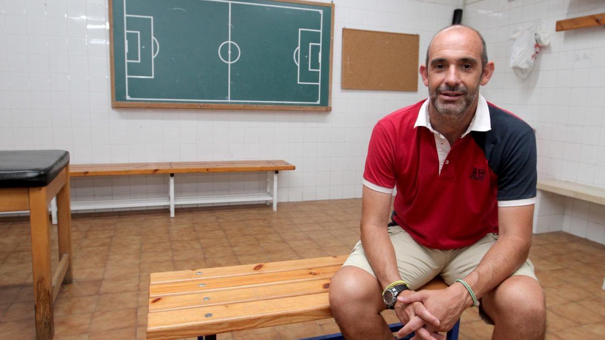 Alberto Monteagudo posa para La Opinión en una foto de archivo.