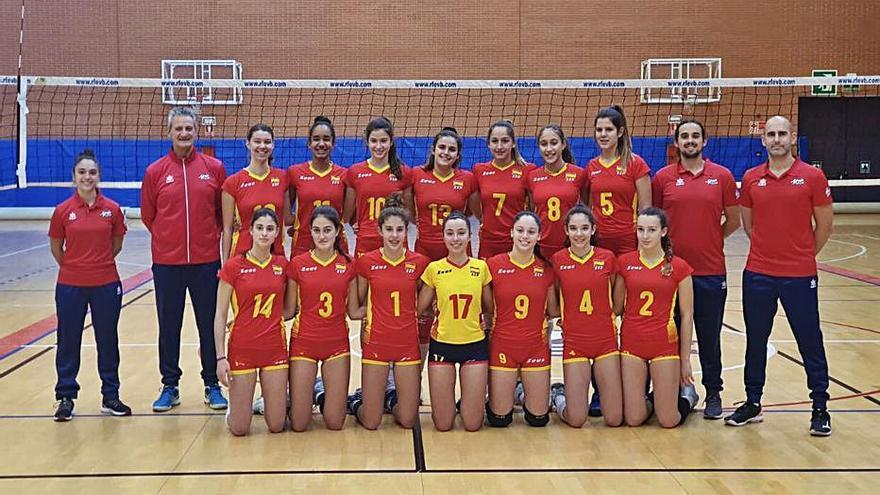Llinás, Marroig y Okeke se concentran con la Española sub-15 de voleibol