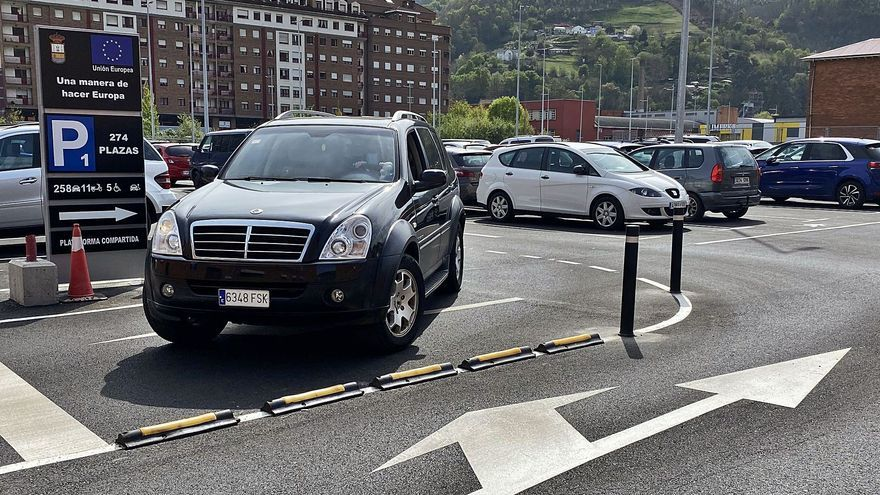 """Los nuevos aparcamientos de Mieres aprueban: """"Ya era hora de que abriesen"""""""