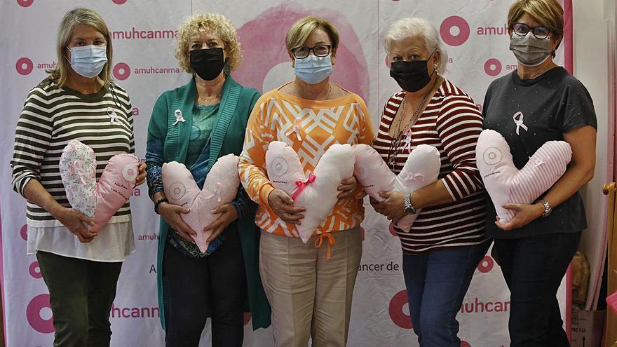 Corazones solidarios frente al cáncer de mama