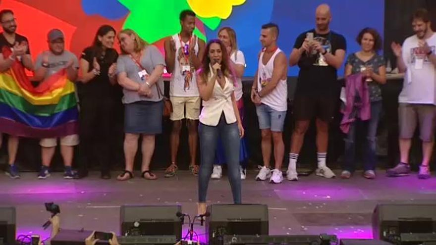 Mónica Naranjo abre el Orgullo 2019 ante un público que ha recordado a Carmena