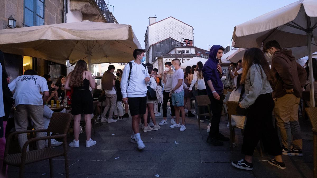 Primer día de apertura de bares y cafeterías hasta la 1 de la madrugada en Santiago.