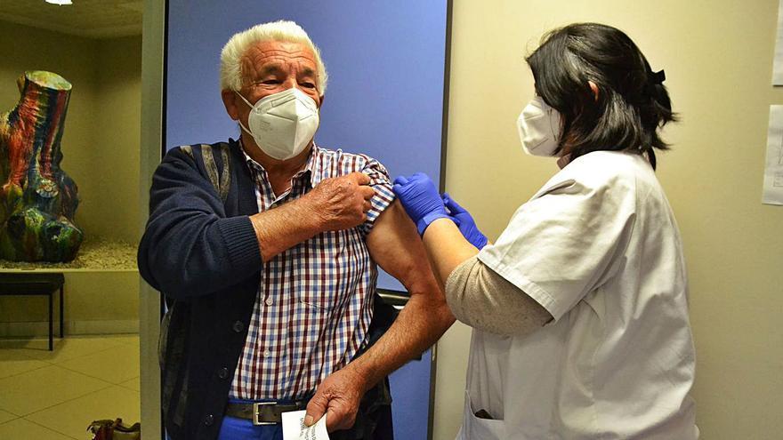 El centro de salud de Puebla de Sanabria protege del COVID en un día a 334 vecinos sanabreses