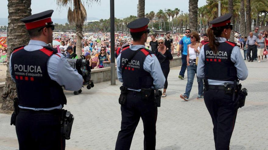 Antidisturbios de los Mossos refuerzan la seguridad en el centro de Barcelona