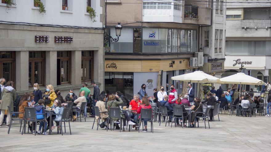 El Concello ultima el pago de 248 ayudas del plan de rescate a negocios lalinenses