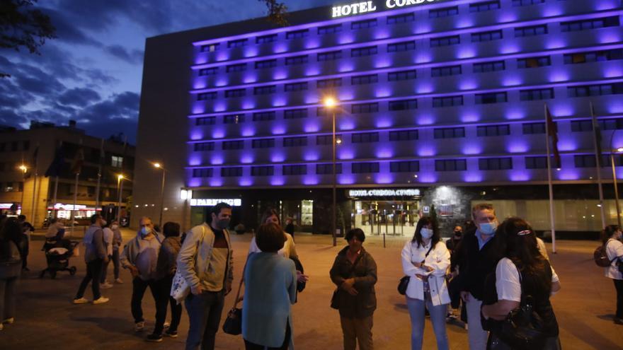 Córdoba se ilumina de azul con motivo del Día del Autismo