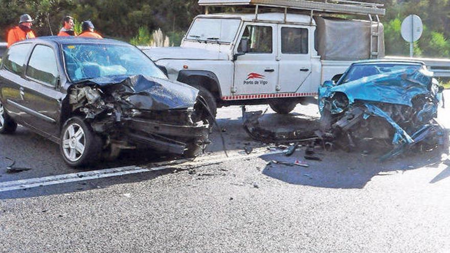 Cuatro heridos en el primer choque múltiple tras la mejora de la seguridad del Corredor do Morrazo