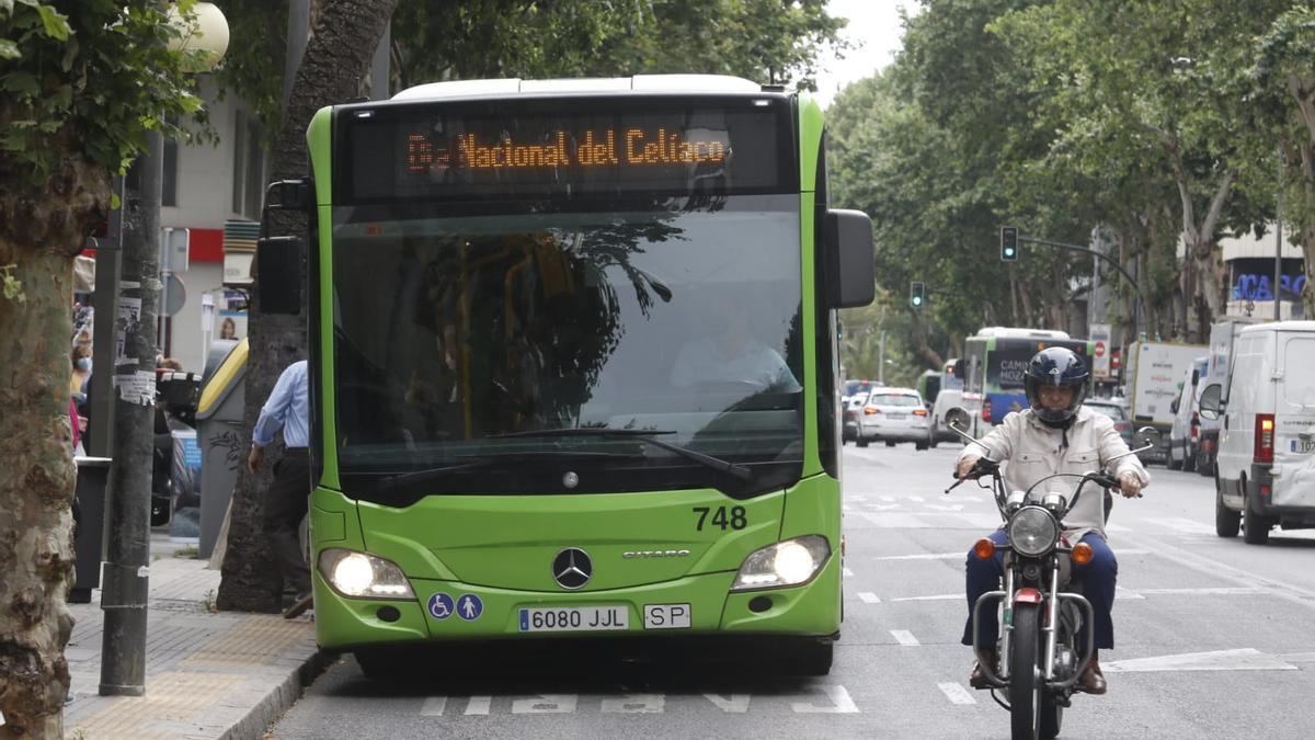 Los autobuses de Aucorsa se han sumado este jueves al Día Nacional del Celiaco.