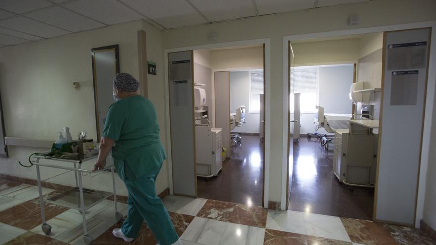 Sanidad busca a MIR y a recién graduados en Enfermería para hacer sustituciones de verano